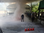 防火訓練を行いました。消火器の使い方も教わりました。