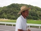 堆肥・バスの送迎担当 出射さん 笑顔と麦わら帽子がステキ!