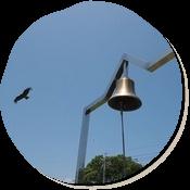 牛窓にある「幸福の鐘」。心をこめて鳴らすと幸せになれるそうです。